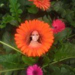 Fotomontaje en una flor
