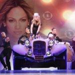 Fotomontaje junto a estrellas de pop
