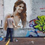 Fotomontaje haciendo graffiti