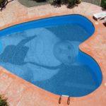 Fotomontaje en una piscina