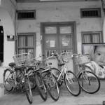 Fotomontaje en un estacionamiento de bicicletas
