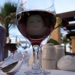 Fotomontaje en una copa de vino