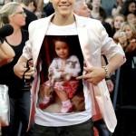 Fotomontaje en el polo de Justin Bieber