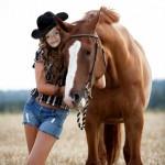 Fotomontaje de rostro en una chica vaquera