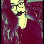 Agrega lentes y bigotes a tus fotos en Funny.pho.to.com