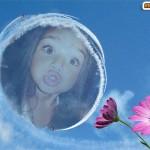 Fotomontaje en un cielo azul y con flores hermosas