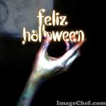 Pancarta en la mano de un zombi por halloween