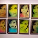 Fotomontaje en una galería de pinturas